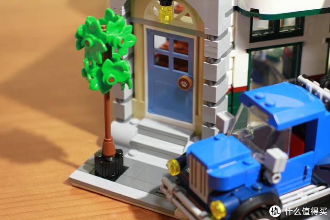 门口的树算是比较新鲜的物件