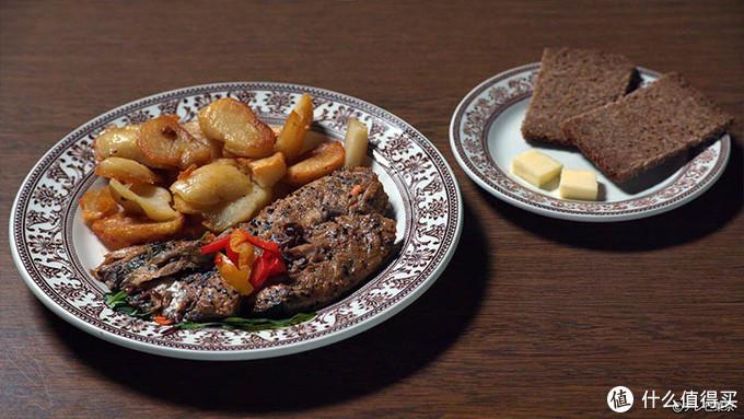 熏制青花鱼配土豆+黑面包黄油