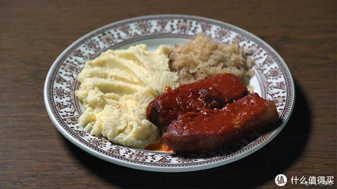 猪肋排配土豆泥酸菜