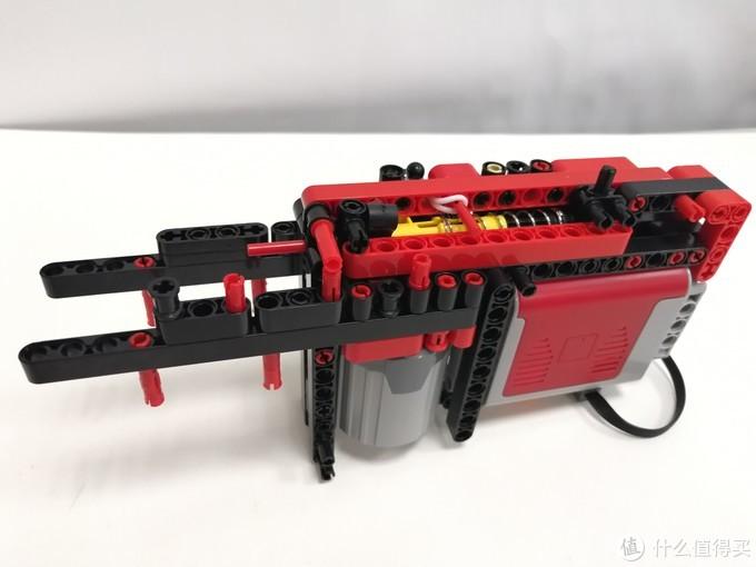 看看用国产积木拼装的一把电动连发实弹吃鸡棒的表现吧—术攻科技 Q2880