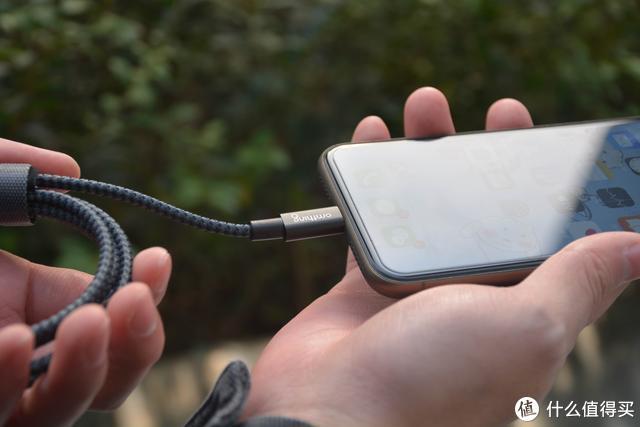 苹果都在用的PD快充已经统一手机快充?omthing PD充电器实测体验