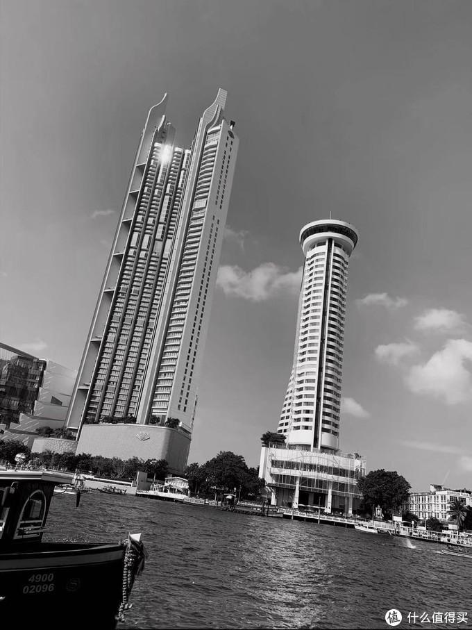 酒店对面的大楼