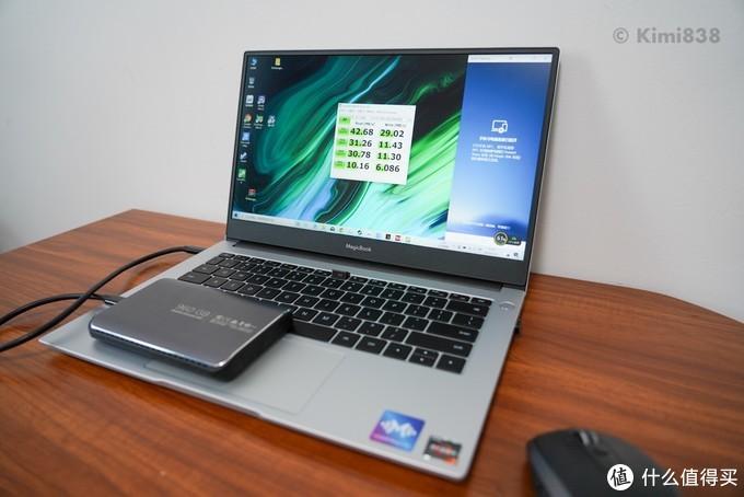 ▲ 测速的是SanDisk的PSSD,支持USB 3.0 Gen.2,在速度没有瓶颈,但是插在Type-C接口上测试结果只有如此速度,大概是USB2.0。
