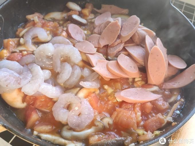 家常炒面时,面条熟透、过凉水都不对,难怪炒面粘锅不能根根分明