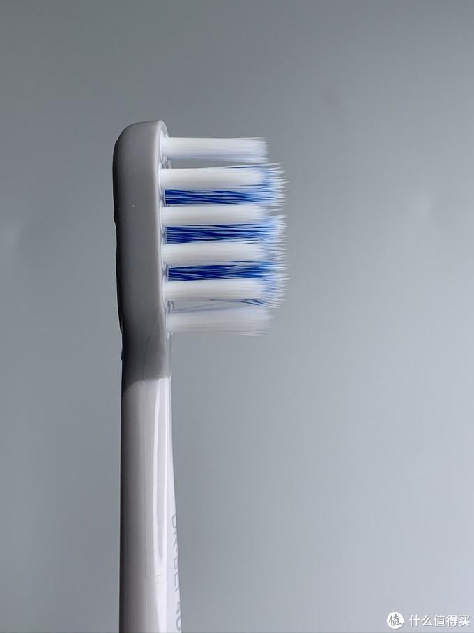开箱体验每一根刷毛都深入到我的牙齿缝隙,太爽啦,贝医生电动牙刷S7