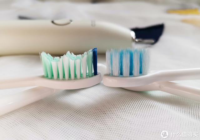 IPX8级防水、满电让你能用坏一个刷头:BYCOO H9电动牙刷