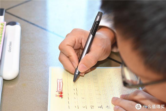 """告别老妈唠叨,阿巴町学生护眼笔P1成为书写""""小管家"""""""