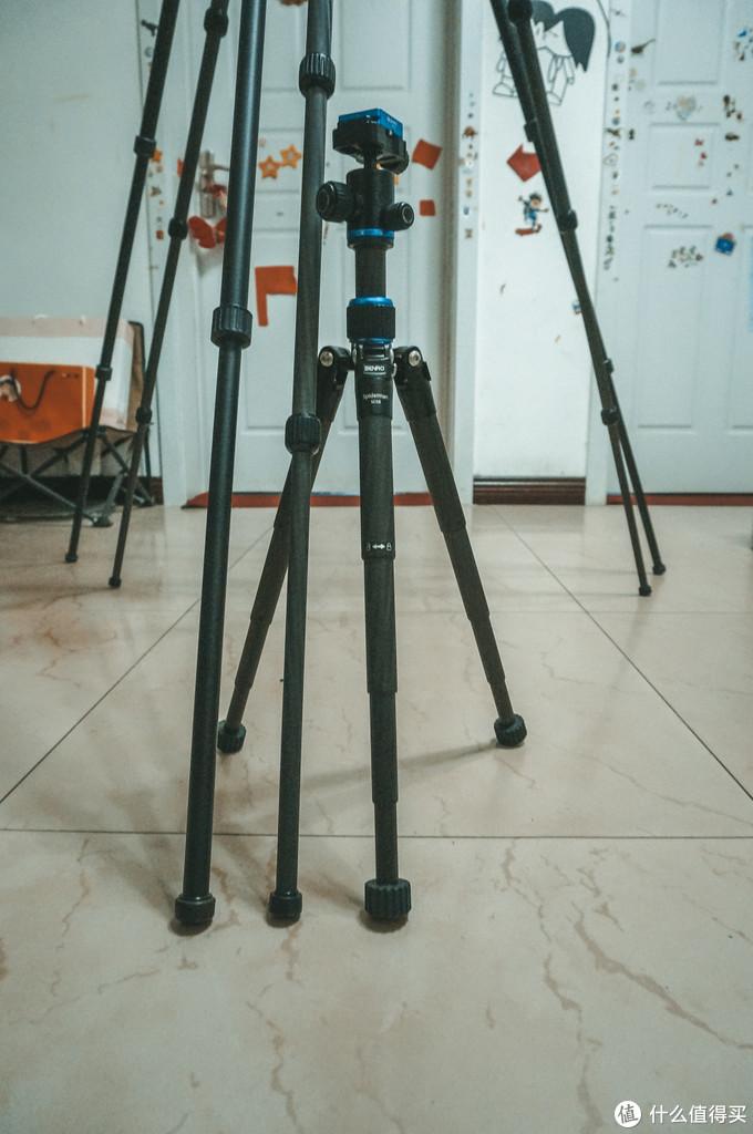 百诺2980,全拉伸,从支撑腿的宽度,就能证明其稳定性。最小的mini三角架,其实腿也不算细。