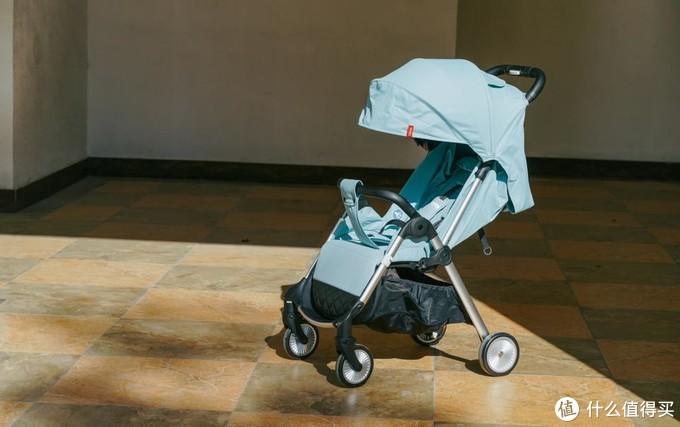 QBORN秒秒收婴儿推车,成为宝宝座驾的更好选择