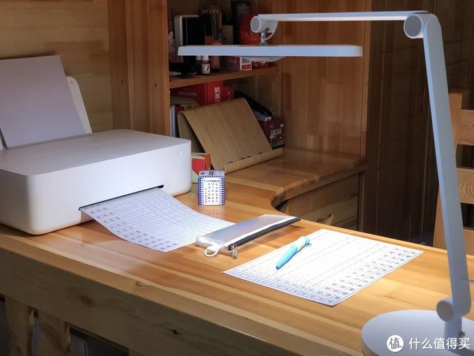 桌面这样搭配 打造智能高效的家庭学习空间