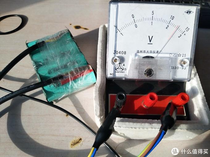 用简易电压表实测电压为12.5V,因车辆还未出现亏电情况,暂时还没试验,后期会补上应急启动视频的