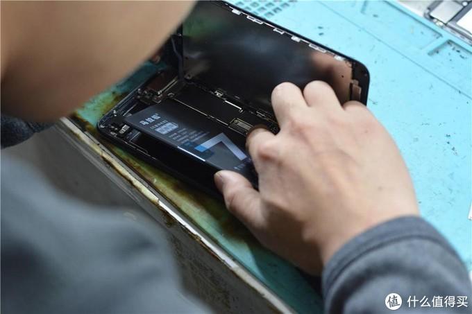 16年入手的苹果7P电池容量84%,更换马拉松电池后,续航一天充电变2天一冲