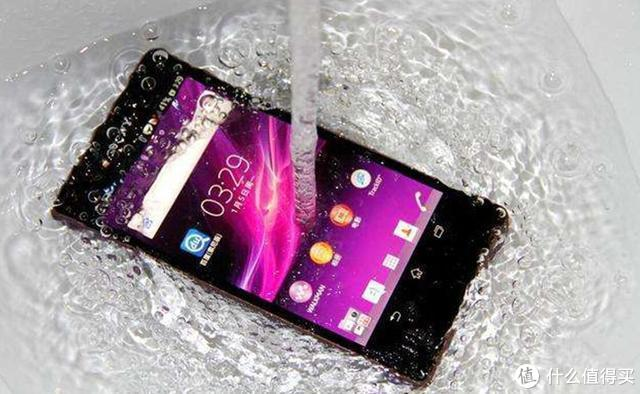 绝不再忍!那些手机掉进水里后怎办,正确的答案为你揭晓