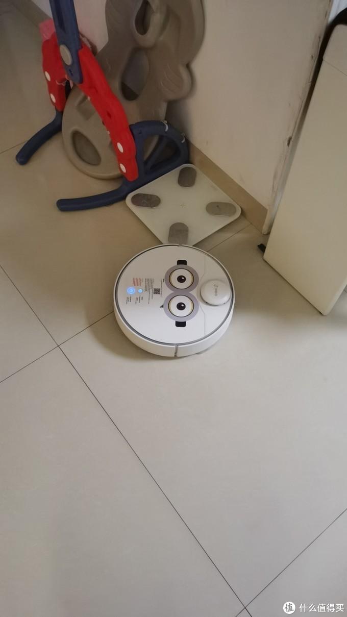 新招聘的清洁阿姨- 360扫地机器人X90