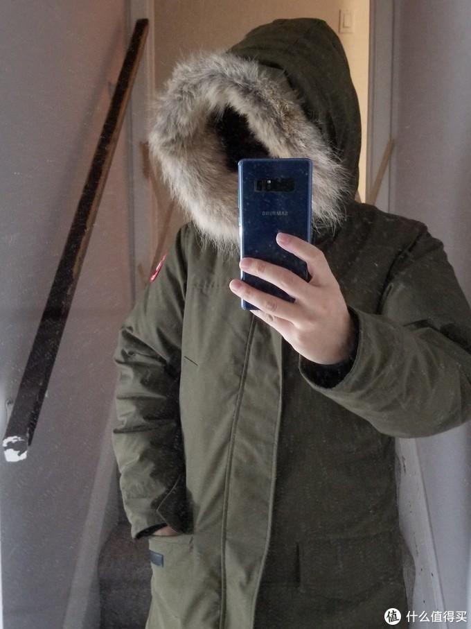 帽子不是一般的大。