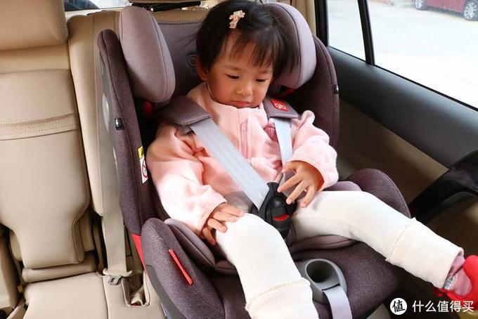 辣妈惊艳测!安全座椅为宝宝出行保驾护航