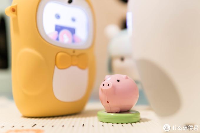 被学习和快乐包围的小(孩)猪(子)