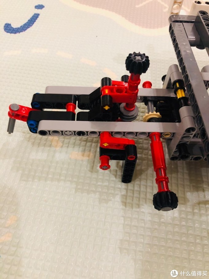 后拖挂防前后倾倒装置,可通过调节支撑稳定