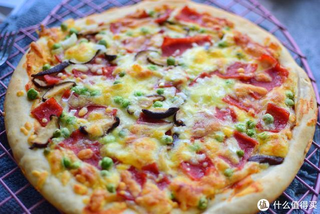 没有烤箱照样能做披萨,一个电饼铛全部搞定,一口气能吃好几块