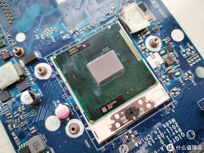 ▲▲ CPU可更换设计,H65的板,能用二代酷睿,淘宝查了下i7要三百多,i5一百五,没必要折腾了,就继续用这块i3 2330M吧。