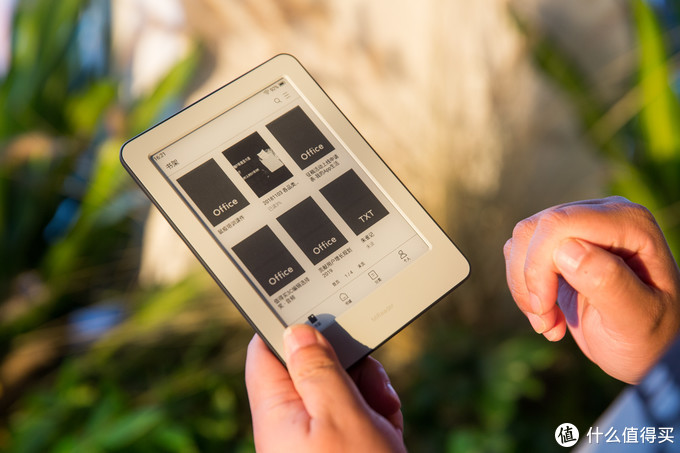 年轻人的第一部互联网电子书:小米 多看电子书阅读器到站秀