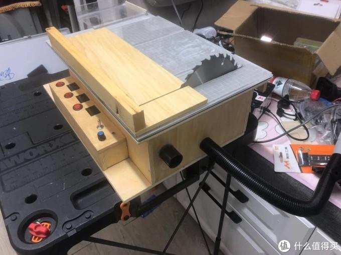 做了一个小推台 黑色管接吸尘器一个接台锯一个修边机