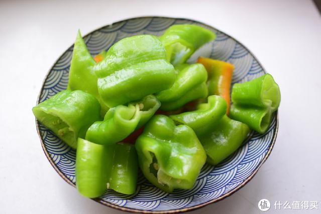 没胃口的时候,试试这道小菜,香辣可口,两天不吃就馋得难受
