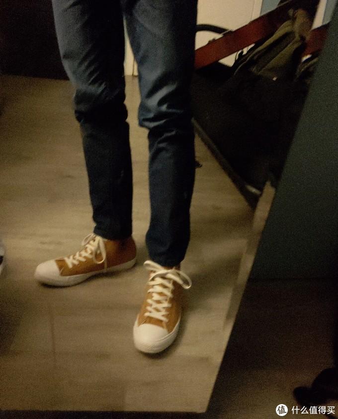 牛仔裤配板鞋,有内味了