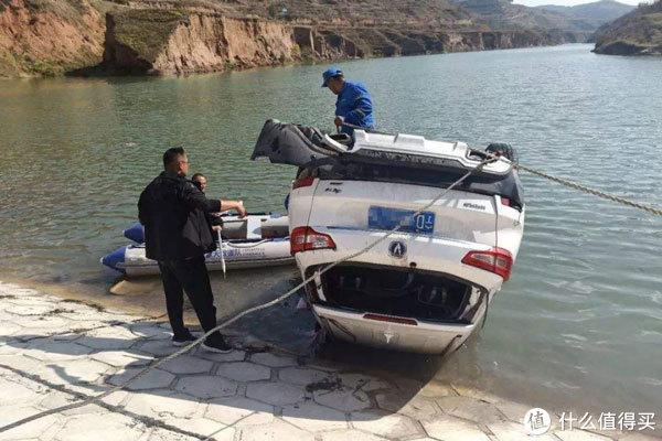 男子驾车坠河身亡,妻子持保单索赔遭拒,法院:1300万一分不能少