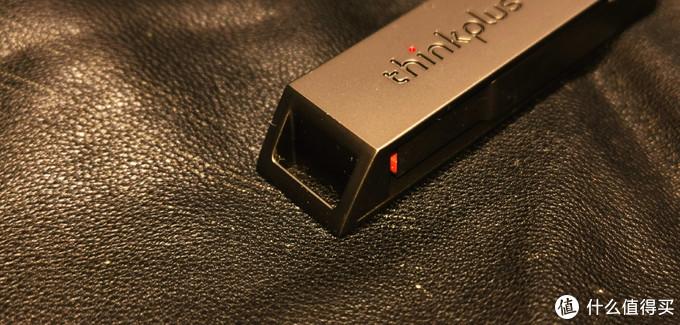 ▲▲▲X121的便携扣部分采用的是坡面镂空设计,既展示了金属美感,又在死板的长条设计上突出了一丢丢的美感