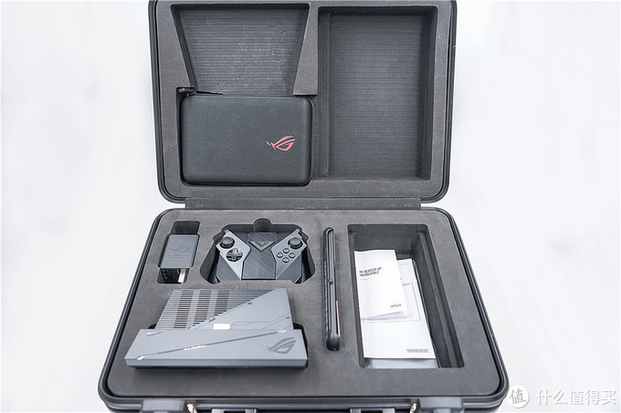 ROG游戏手机2电竞装甲版四千字深度体验!——堪比外骨骼装甲加成的最强手游外设套装