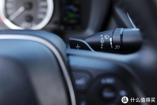 换挡拨片是运动版车型独有的配置。