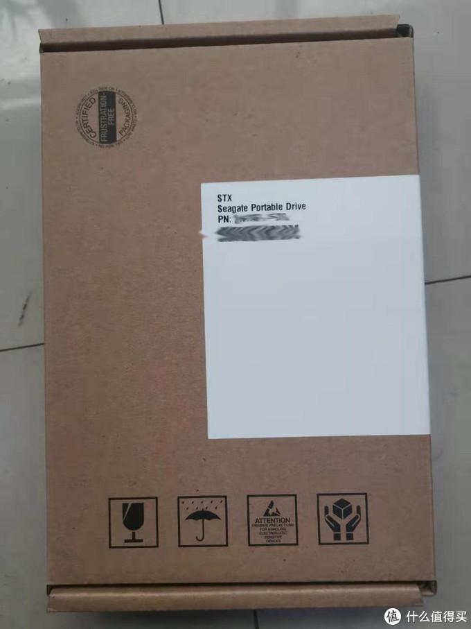 拆开快递封里面是一个硬纸盒