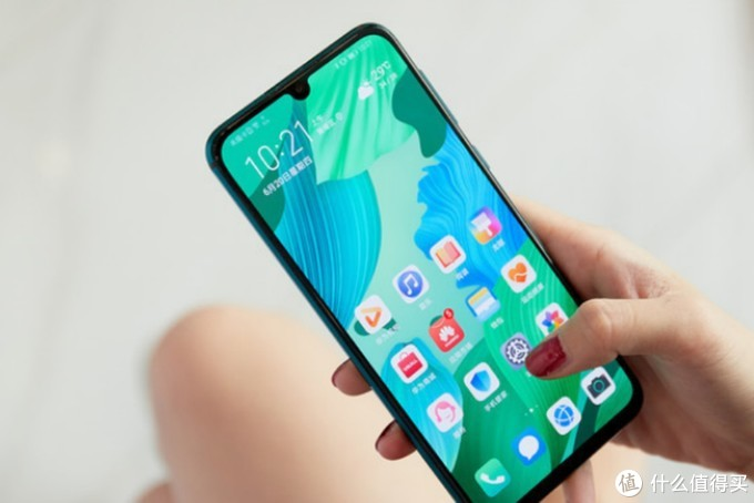 华为看准小屏手机市场,iPhoneSE2遇到劲敌,华为小屏旗舰将发布