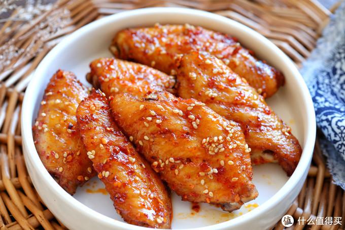 鸡翅别再红烧了,这做法零难度,不炸不炖也不炒,好吃到舔手指
