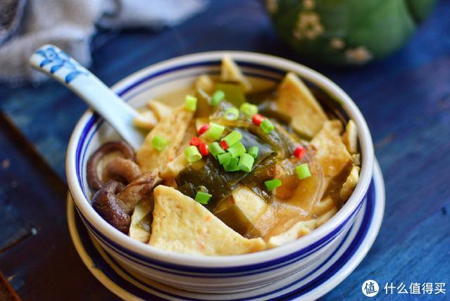 用这个酱做成汤,相当美味,营养还丰富,十几分钟就能搞定一锅汤