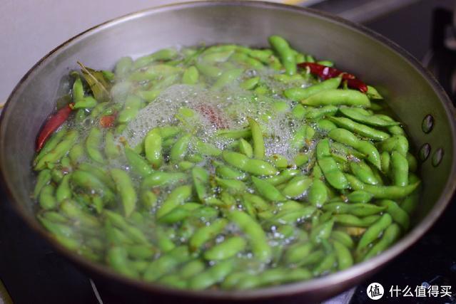 很多人煮的毛豆发黄不好看,掌握这几点,煮的毛豆又香又绿又好吃