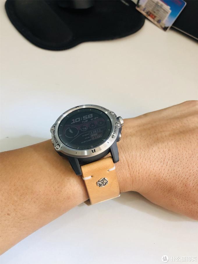 如何把一块运动手表带出文艺范?