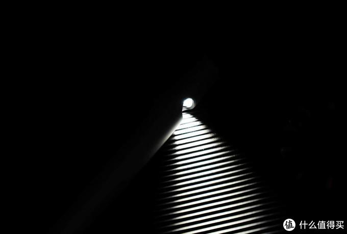 上帝说要有光,我们就做一束光。Jya新光台灯体验