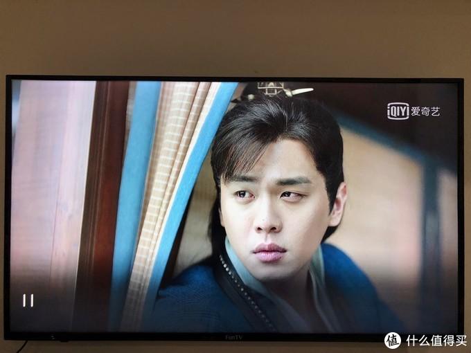 爱奇艺电视果5S输出4K节目信号到4K电视机上,手机翻拍电视机屏幕的照片