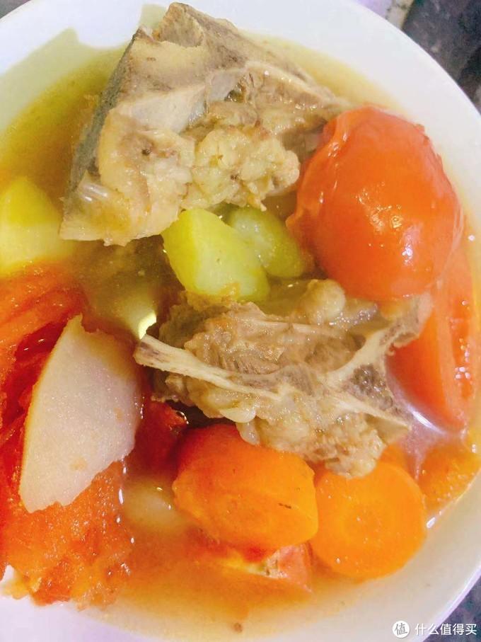 懒人快手菜(2)| 番茄土豆红萝卜牛骨头汤