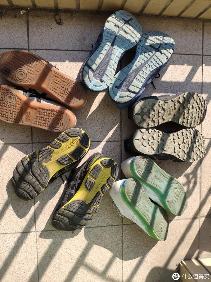 鞋底磨损情况,大家来猜一猜哪一双穿的时间最长。