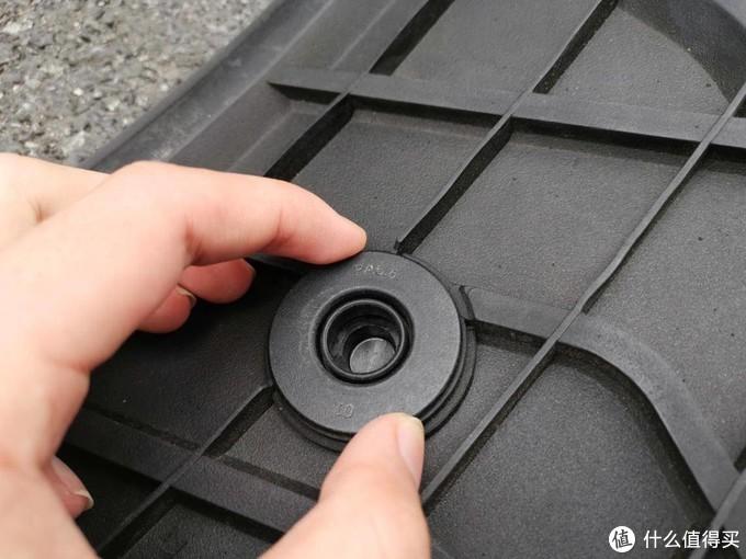 环保无异味,超级易清理:帮朋友买的3W全TPE脚垫开箱简晒