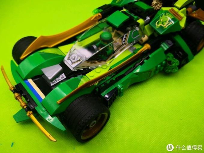 乐高70641 劳埃德的高速连发夜行战车 战车一动 满地捡子弹的绿色忍者四驱车