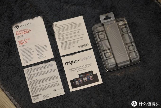 内部有几页说明书,Mylio是希捷管理图片的软件,购买此款硬盘也可以使用。