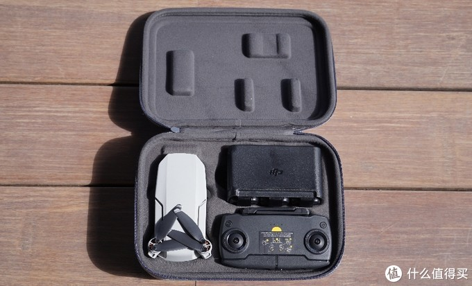飞机+电池套装+遥控器,这个包体积还是大,日后马云家买个小巧点的