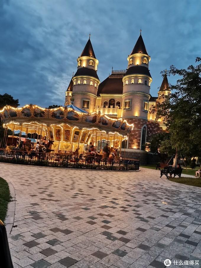 晚上城堡还是很漂亮