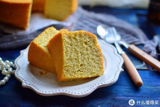 戚风蛋糕不用买,妈妈在家做的更好吃,加了蔬菜更营养,又软又香
