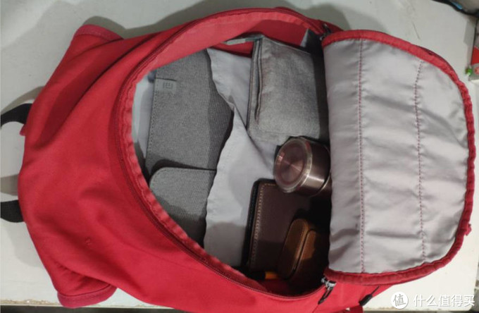 figure 3: 放包里