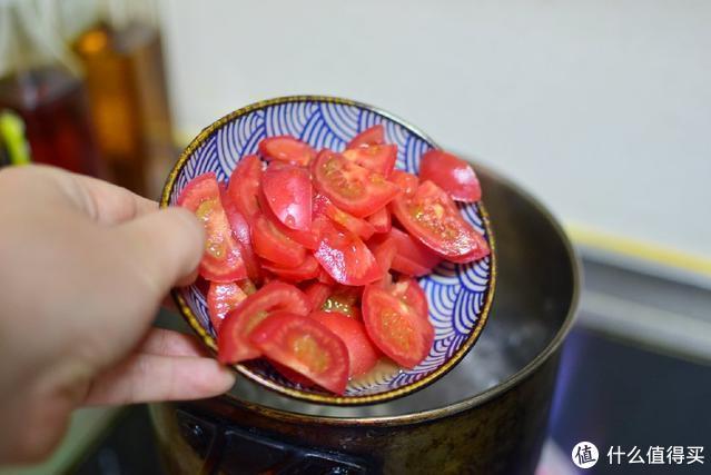 很多人做的西红柿鸡蛋汤不好喝,只因少了这一步,这样做又香又浓